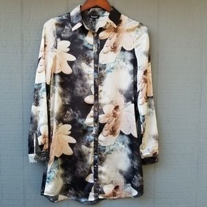 Boohoo NWT Floral Print Tunic Blouse 8 Button Up